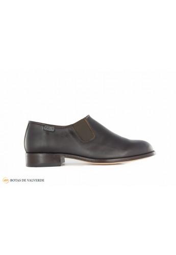 Zapato con elásticos laterales