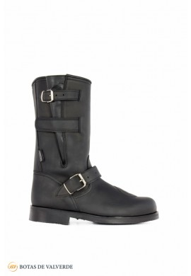 Motorcycle boots with buckles